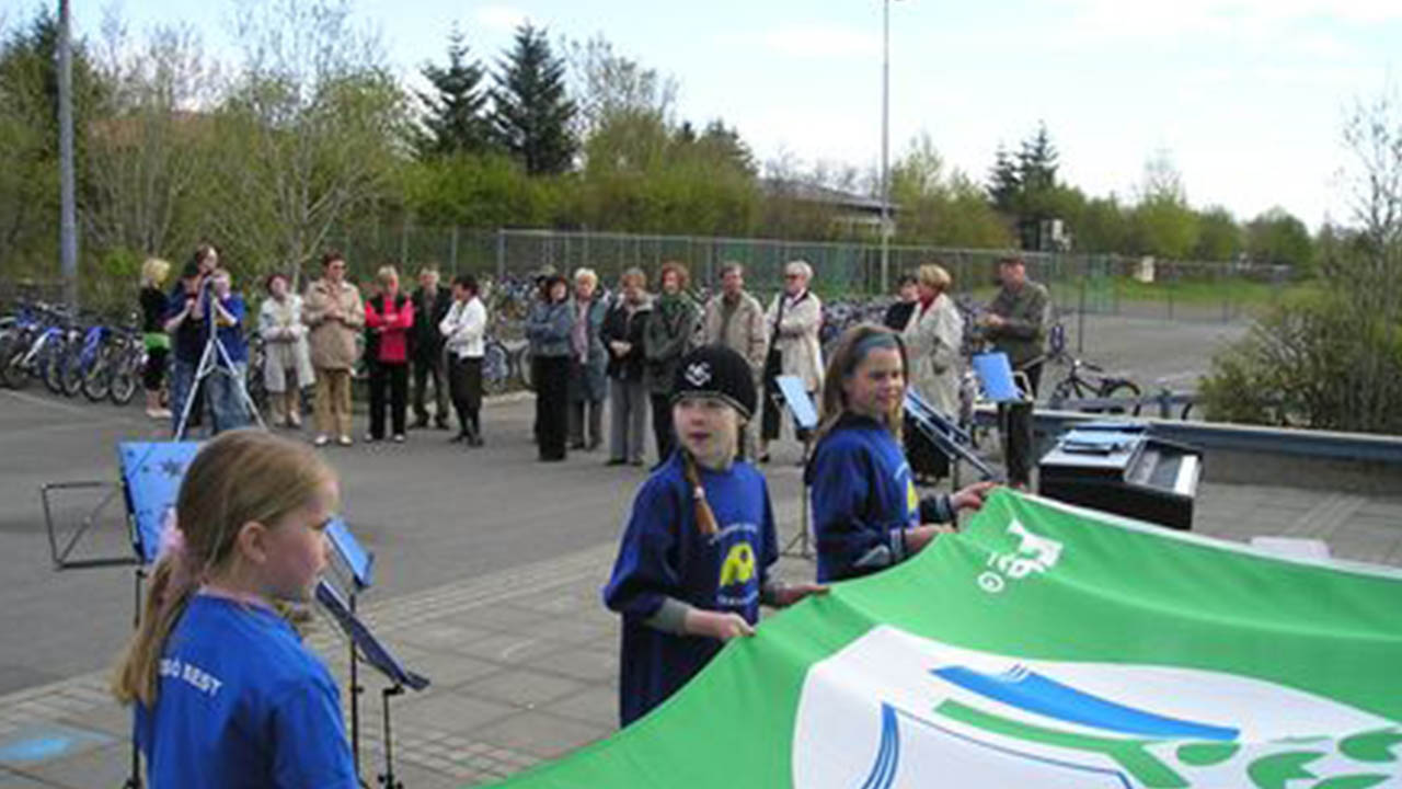 Grænfáninn blaktir við Fossvogsskóla 2006, landvernd.is