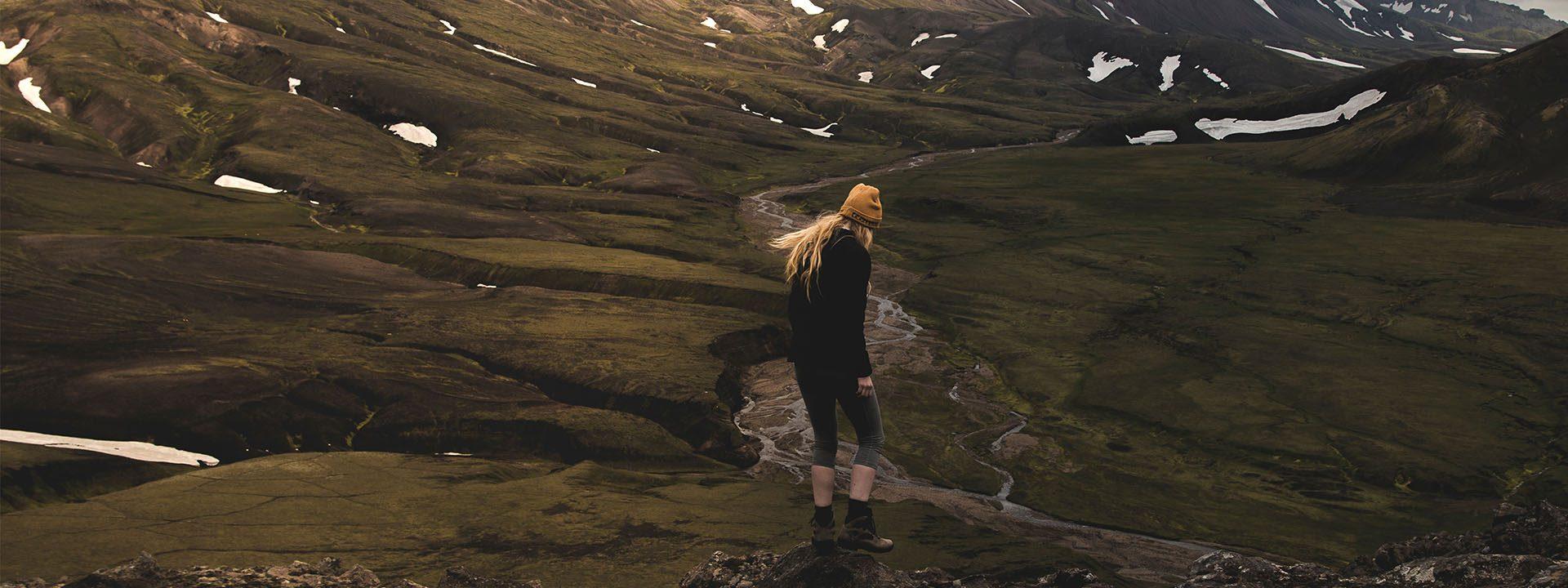 Græðum Ísland og á ensku CARE – Rewilding Iceland. Verkefnið er hugsað fyrir hópa og einstakl- inga sem vilja leggja sitt af mörkum í sjálfboðavinnu til að bæta gróður- og jarðvegsauðlindina og ásýnd landsins, hvort sem það eru ferðamenn, nemendur eða starfsmanna- hópar, innlendir sem erlendir.
